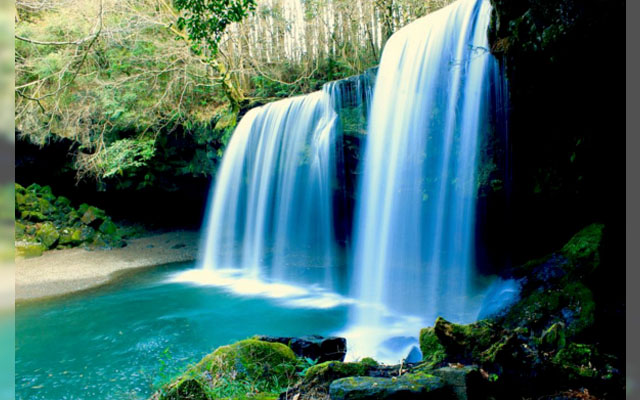these 5 breathtaking waterfalls in japan will make you never want to
