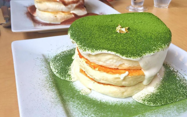 This japanese cafe serves up dancing gold leaf souffle pancakes this japanese cafe serves up dancing gold leaf souffle pancakes grape japan ccuart Choice Image