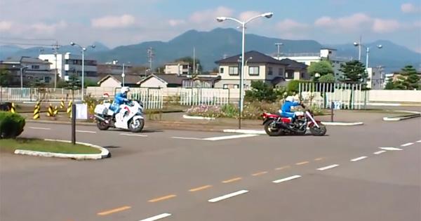 プロバイク乗り 教習所のバイク教官vs白バイ警官 どっちが運転が上手いのか? ガチで戦ってみた結果…