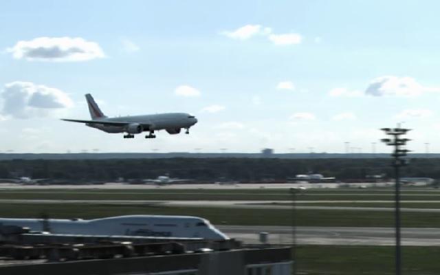???何だこのオチ!ドイツの空港での、トンデモない着陸シーンの一部始終!