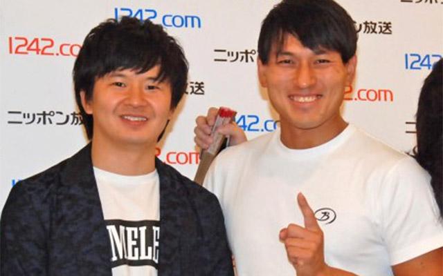 日本放送イベントでの笑っているお笑いコンビ「オードリー」の画像