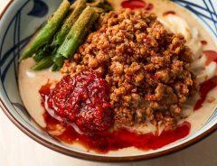 丸亀製麺の新メニューは辛い? 唐辛子やハバネロチリの担々うどん