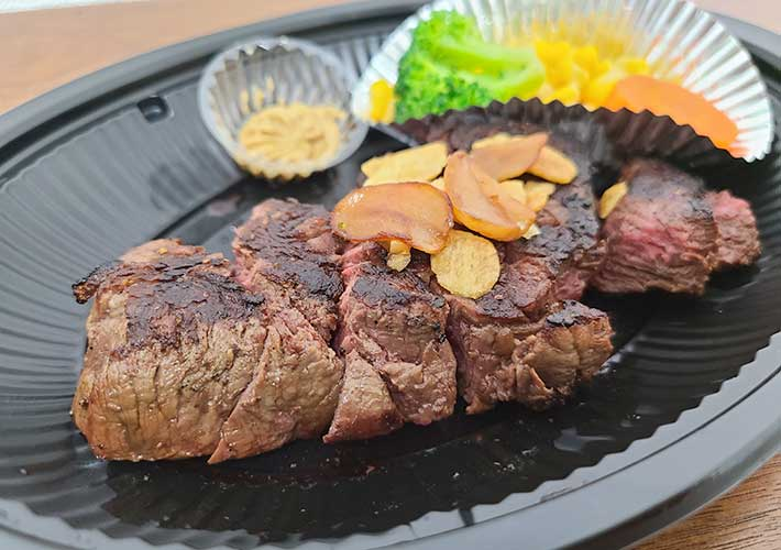 いきなりステーキをテイクアウト あまりの大きさに「もう無理!限界」