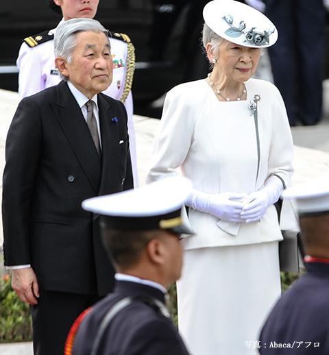 Emperor Akihito Lays A Wreath - Manila
