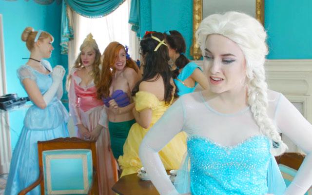 今時王子なんて必要ないエルサディズニープリンセスに歌で一喝