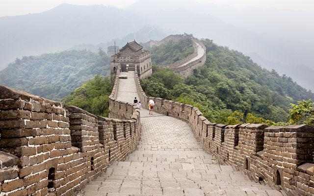 万里の長城がまっ平に!? 修復されたその姿をみて、中国国民 ...