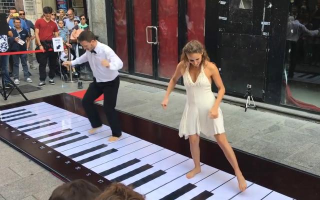 「ピアノ 弾く」の画像検索結果