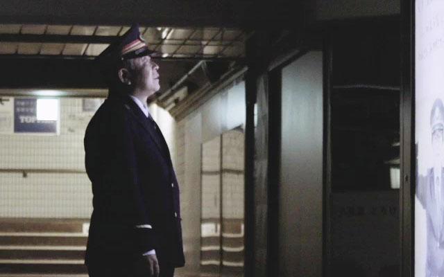 画像 定年退職を迎える駅長 終電後、突然光ったパネルを見て涙を流した