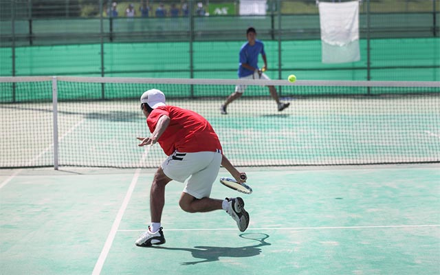 試合に負け、握手もせず走り去るテニスプレイヤー 数秒後、その理由が分かった!