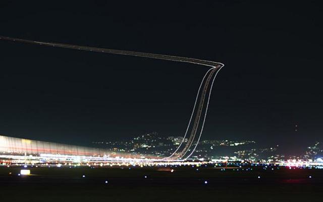 リアル『銀河鉄道の夜』 飛行機離陸時の写真が幻想的