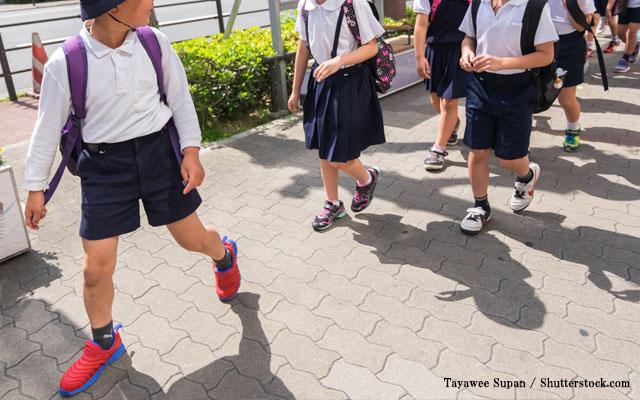 登下校中にお茶飲むな!」学校のルールに対し、大阪の小学生の言い訳は ...