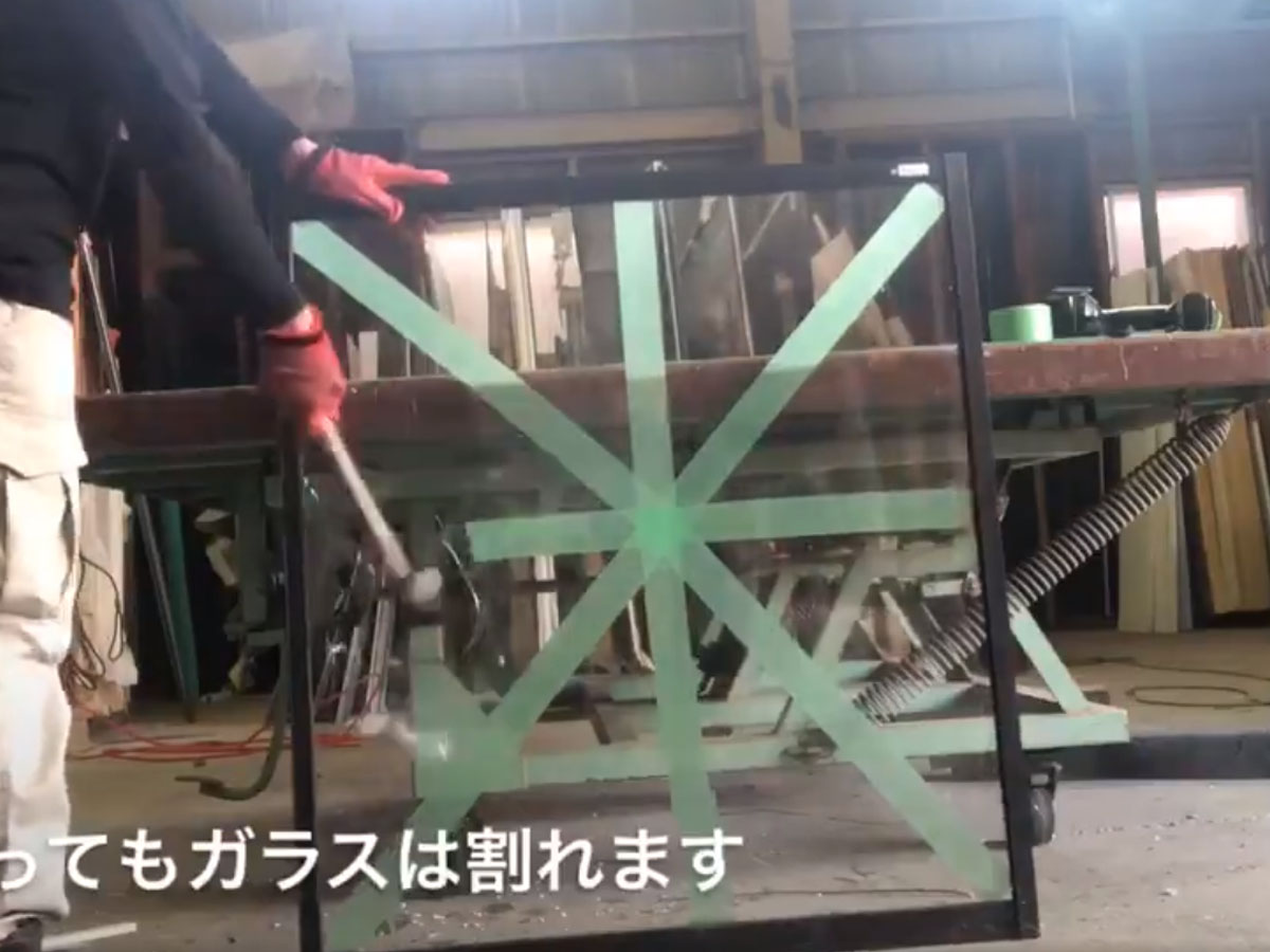 養生 テープ 貼り 方 窓