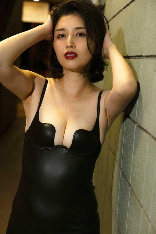 橋本マナミが人妻になってから初の写真集を発売! 中身は…