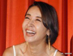 主演映画「キセキの葉書」の関西先行公開初日舞台あいさつに出席した女優の鈴木紗理奈