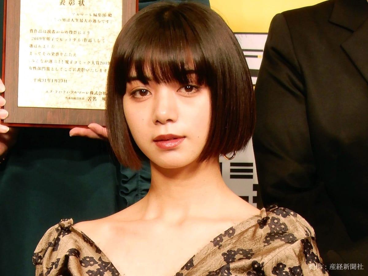 池田エライザ 普段と違うギャルファッションに変身!ヘソ出しルックにファン悶絶