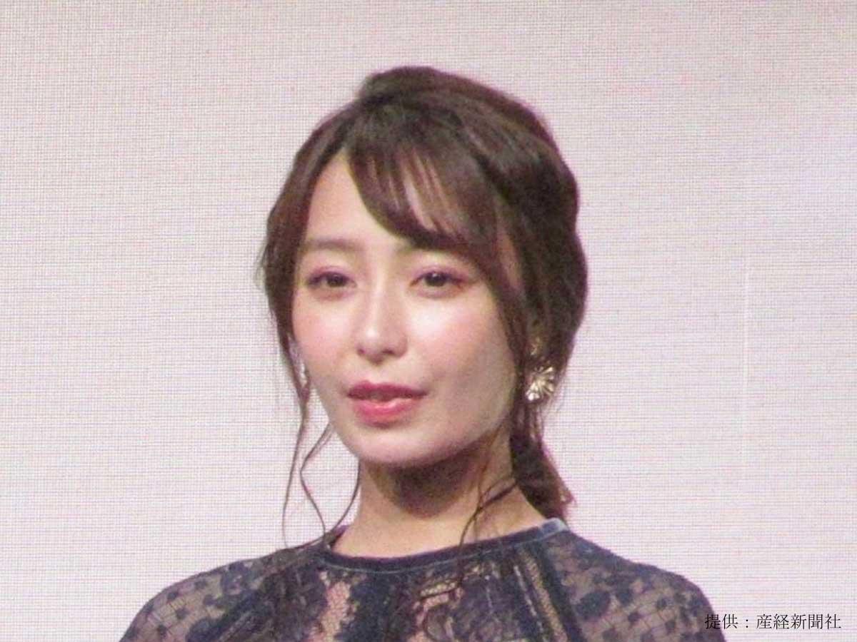 宇垣美里、「ピピーッ」とファンを取り締まり!?かわいすぎる警官ショットを披露