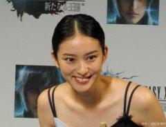 武井咲、インスタで春服コーデを披露!リップを塗る姿も「絵になる…」とファン歓喜
