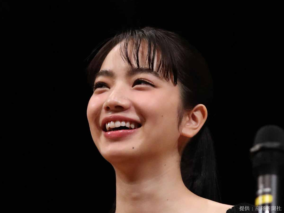 小松菜奈、女優デビュー作で男女6人とキス!「戸惑った…」と当時を振り返る