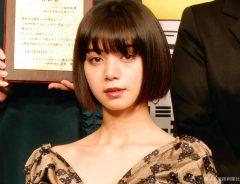 池田エライザ、苦手なウインクに成功しドヤ顔!「仕事が手につかない」最後の表情に注目
