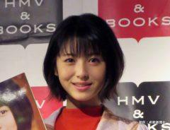 浜辺美波、6歳の頃の写真を公開! 「真っ黒ベーやん、かわいい」ファンの称賛相次ぐ