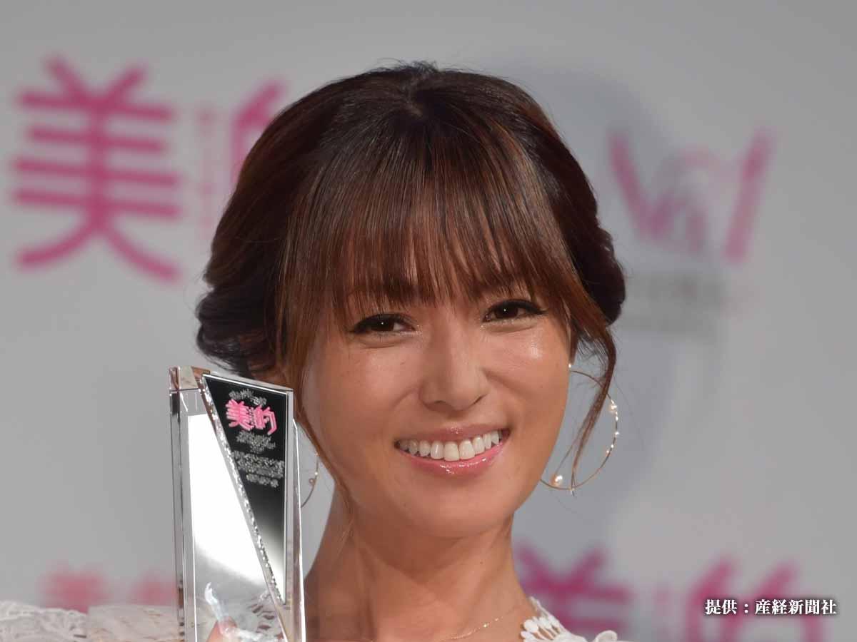 深田恭子『TikTok』でおうちサーフィン! 「セクシーすぎる…」ビキニ姿も話題