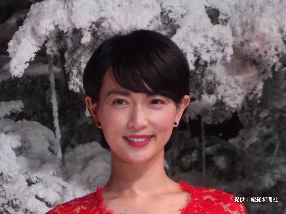 長谷川京子、色気ムンムンなオフショットを公開! 「女でも惚れる…」「胸元にしか目がいかない」