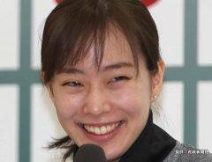 石川佳純のイメチェン姿に「女優かと思った…」 キュートなポーズでファン魅了