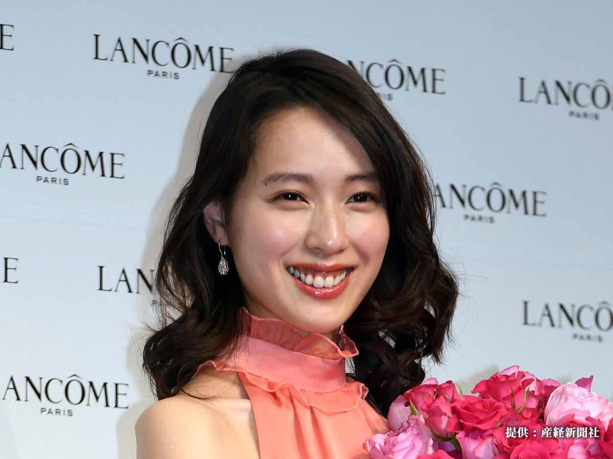 戸田恵梨香の32歳のバースデーがトレンド入り! 豪華女子会で笑顔のピース