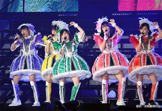 卒業ライブを開催したももいろクローバーZの有安杏果さん(写真中央) 2018年