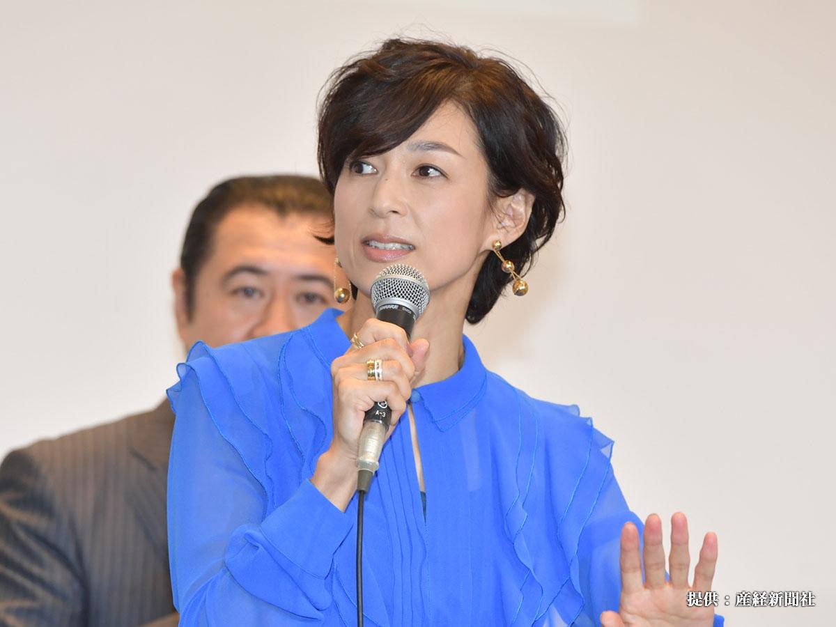 鈴木保奈美、現在もかわいい! 『スーツ』での髪型に注目集まる 夫との馴れ初めは?