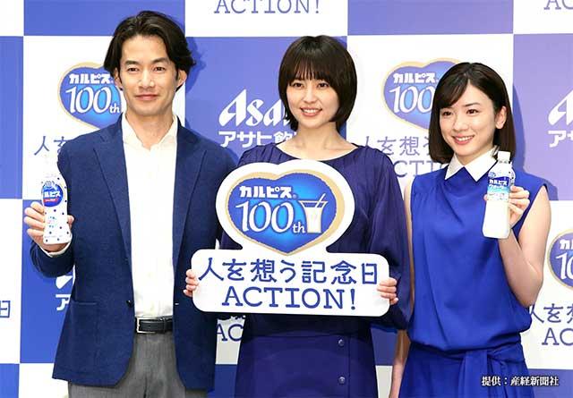 カルピスブランド100周年新CM発表会に出席した竹野内豊さん(写真左) 2019年