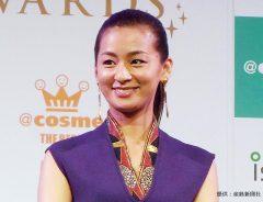 「ザ ベスト ビューティスト アワーズ 2016」の授賞式に登場した女優の尾野真千子
