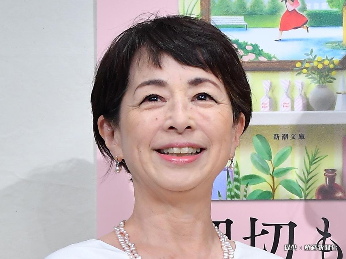 第29回山本周五郎賞にノミネートされ話題となった、モデルで作家の押切もえの「永遠とは違う一日」が文庫化。記念撮影に応じる押切もえ(右)とタレントの阿川佐和子