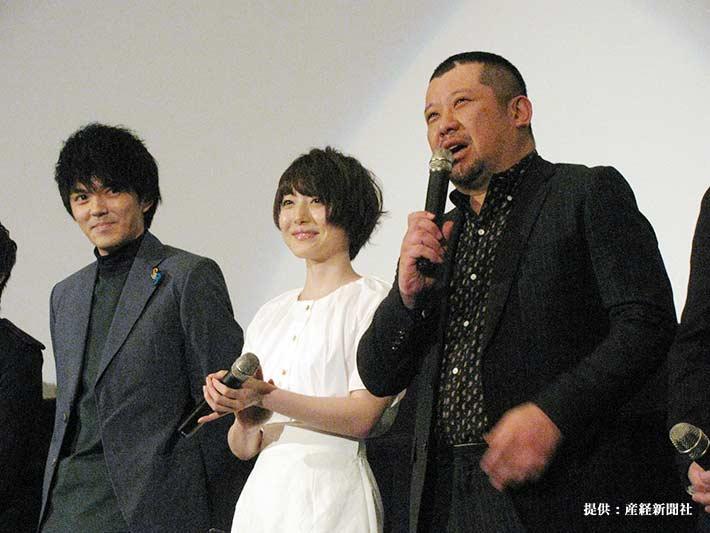 左から俳優の林遣都、声優の花澤香菜、お笑いタレントのケンドーコバヤシ 2016年