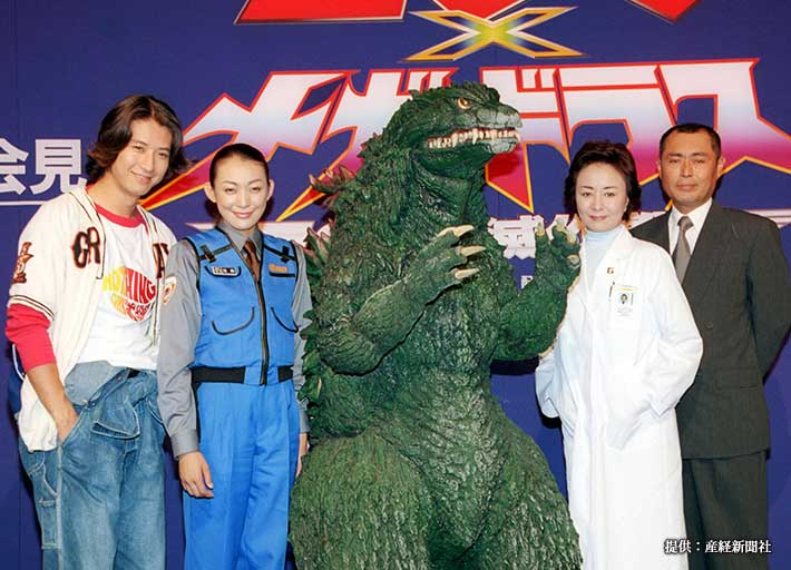 映画『ゴジラ×メガギラス G消滅作戦』の制作発表に出席した谷原章介さん(写真一番左) 2000年