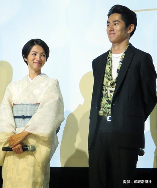 映画「海辺の生と死」の初日舞台あいさつに出席した満島ひかりと永山絢斗