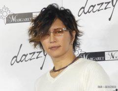 通販サイト「dazzy」が手掛ける女性向けパーティードレスブランド「マーガレットノクターン」をプロデュースすることが決まり、東京都内で会見したGACKT