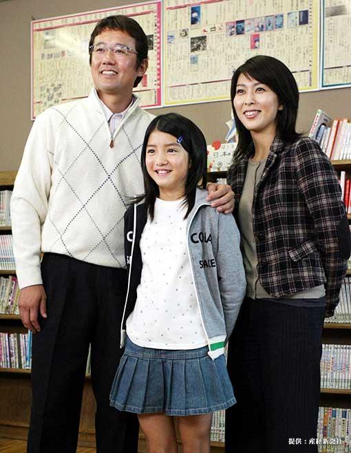 左からヤクルト・古田敦也兼任監督、川島海荷、松たか子 2006年