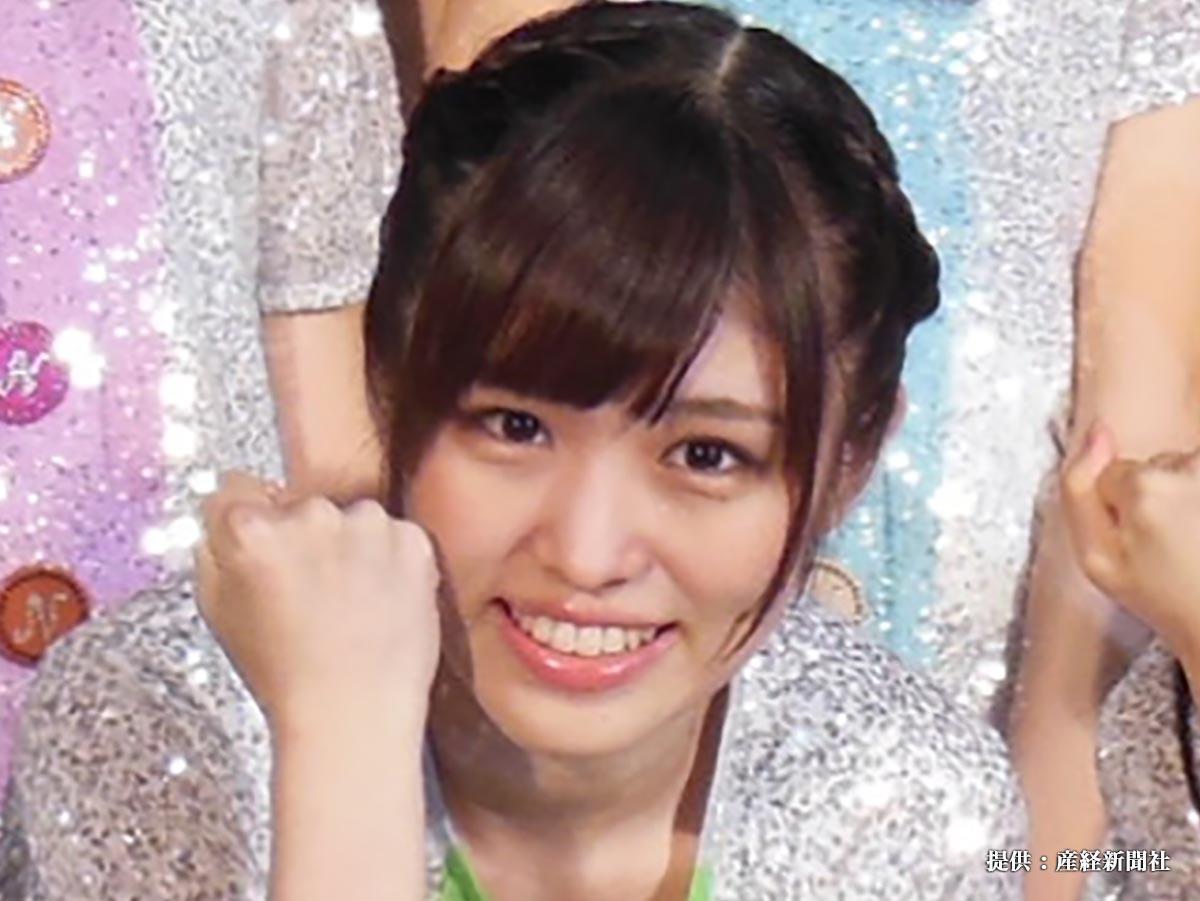 AKB48の公式ライバルグループ、乃木坂46の2期生が千葉・幕張メッセで行われた握手会で初パフォーマンスを行った伊藤かりん