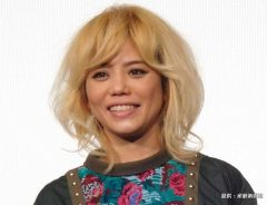 『Happy Toy Tour』in 武道館の上映会イベントに登場したCHARA 2016年