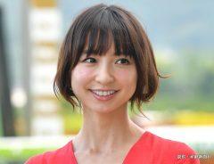 競馬福島11R バーデンバーデンカップ プレゼンターの女優、篠田麻里子