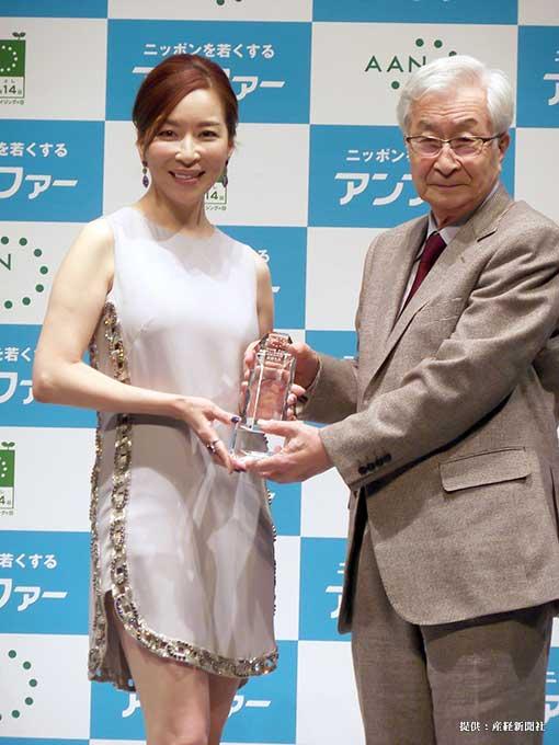 「第7回アンチエイジング大賞2013」の授賞式に出席した女優の真矢みき 2013年
