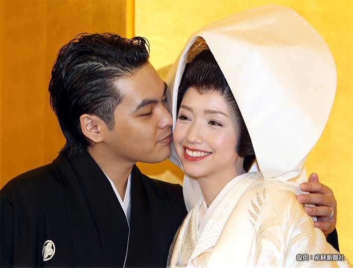 結婚式を終え、記者会見に臨む豊田エリーと柳楽優弥 2010年