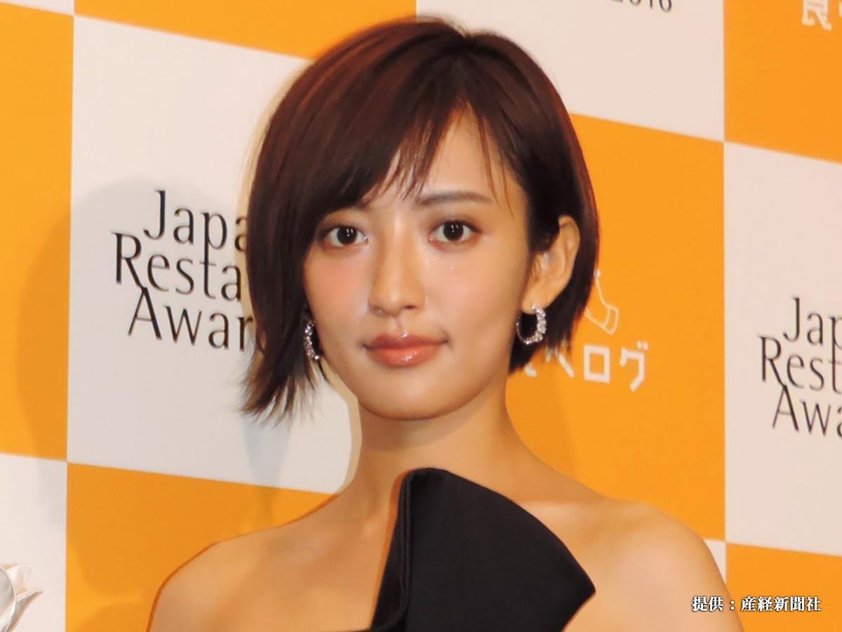 「食べログ JAPAN RESTAURANT AWARD 2016」授賞式に出席した女優でタレントの夏菜。