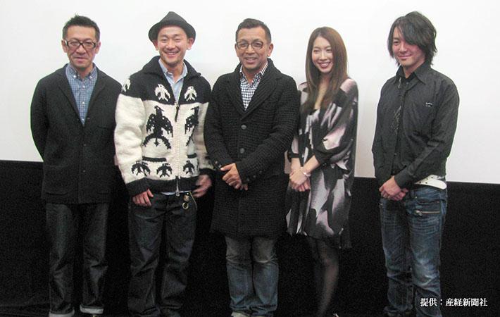 映画『半グレvsやくざ』の舞台挨拶(左から2人目)DA PUMPの山根和馬、中野英雄、小林恵美 2013年