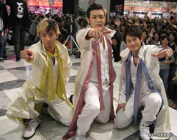 デビュー曲『羞恥心』の発売記念イベントを行った『羞恥心』のメンバー 2008年