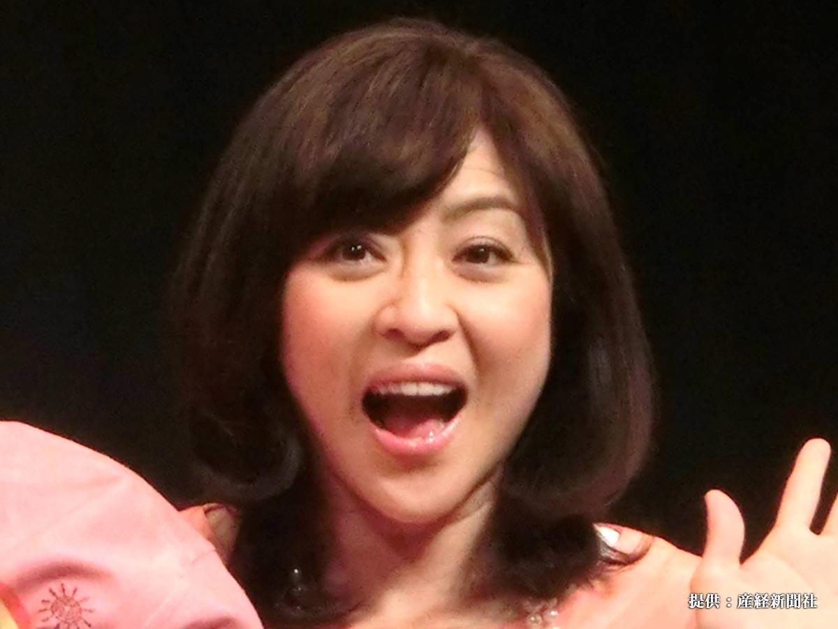 映画「龍三と七人の子分たち」試写会で、松本明子が上映前にトークショーを行い「電波中年です」と自己紹介した