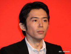 『左目探偵EYE』の会見に登場した岡田義徳 2010年