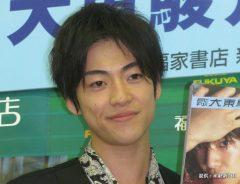 写真集『月刊MEN 大東駿介』の発売記念イベントを行った大東駿介 2012年