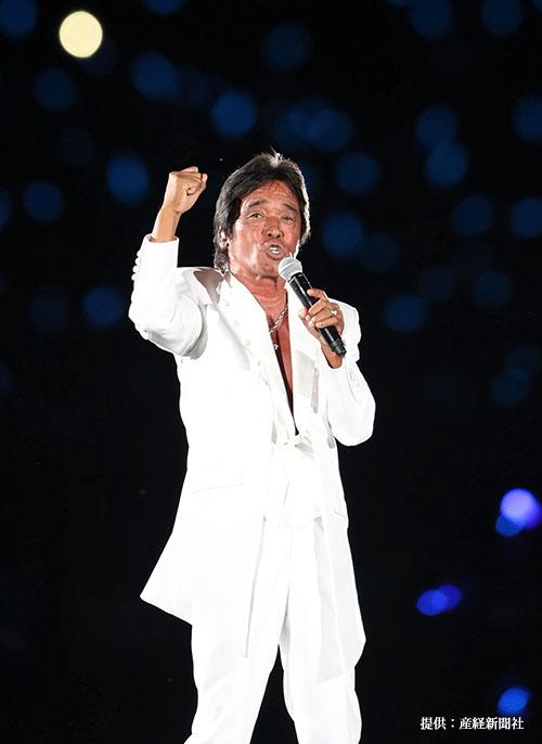 西武対楽天の試合終了後 熱唱する松崎しげる 2018年